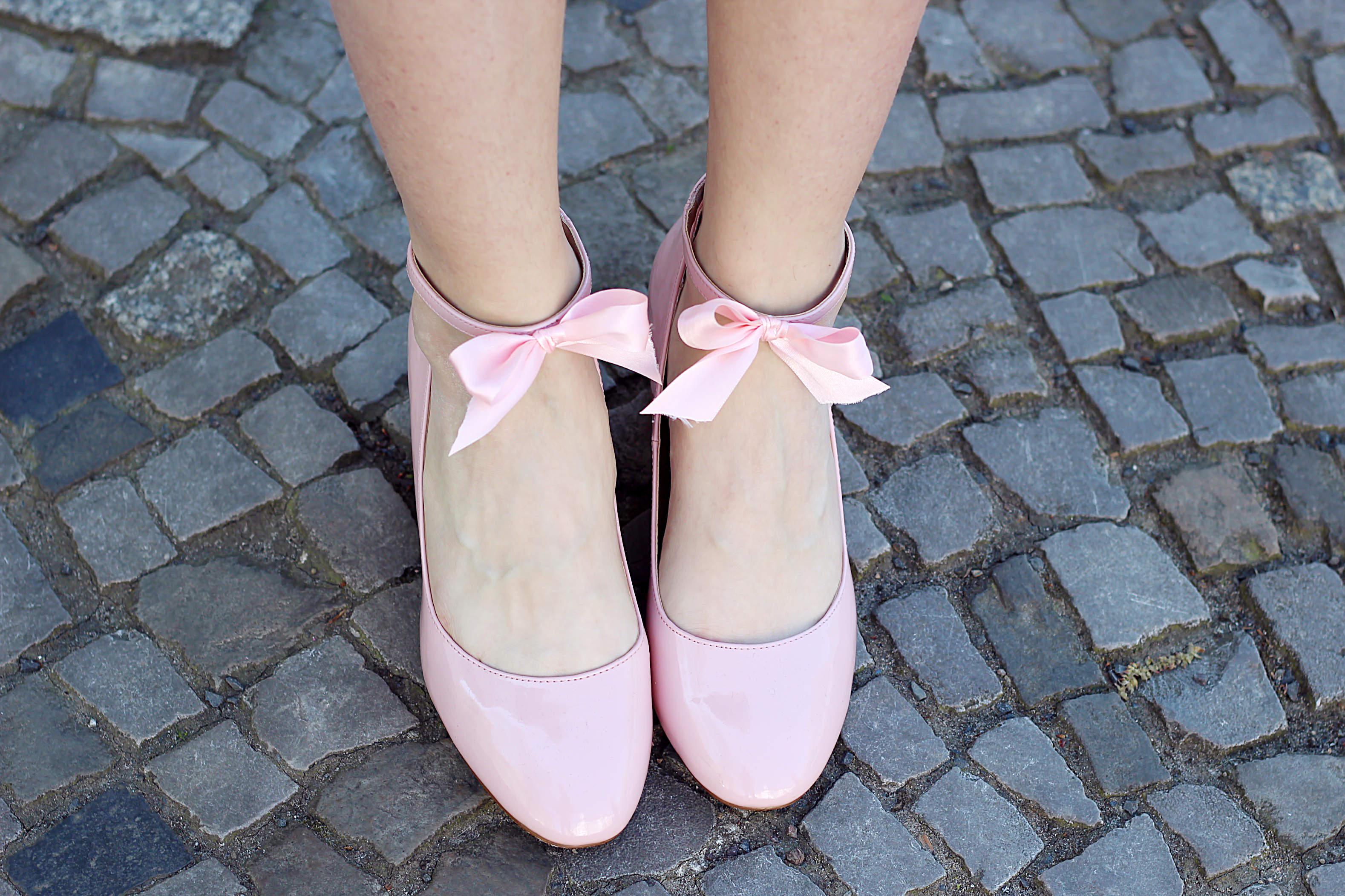 Schuhe mit Schleife