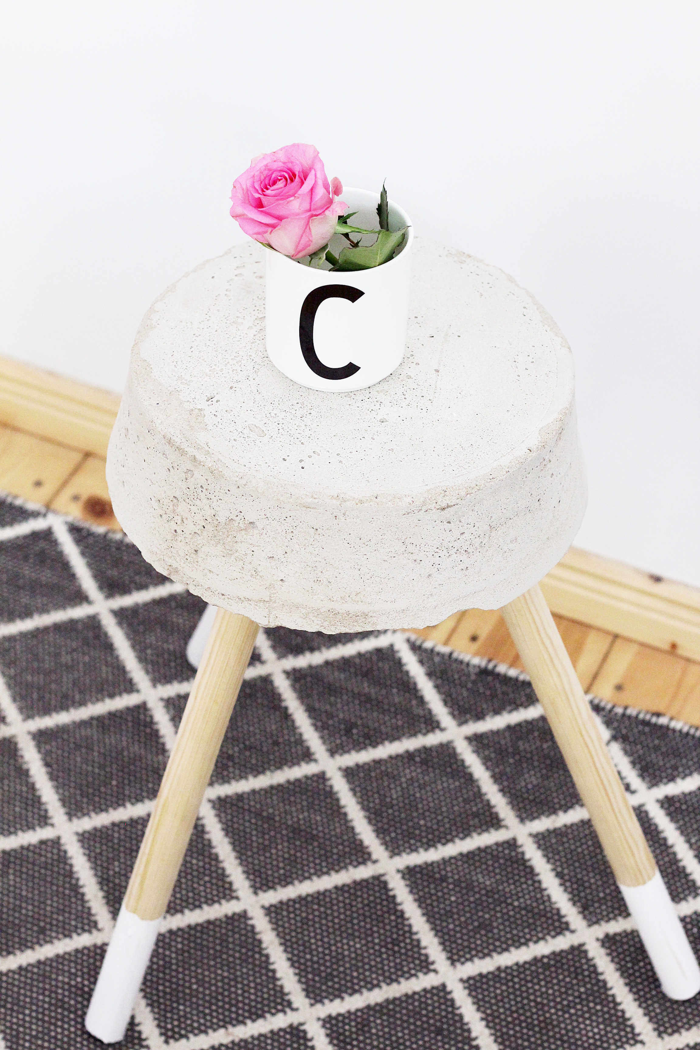 diy-hocker-beton-zement-moebel-selbermachen-scandi-diy-blog