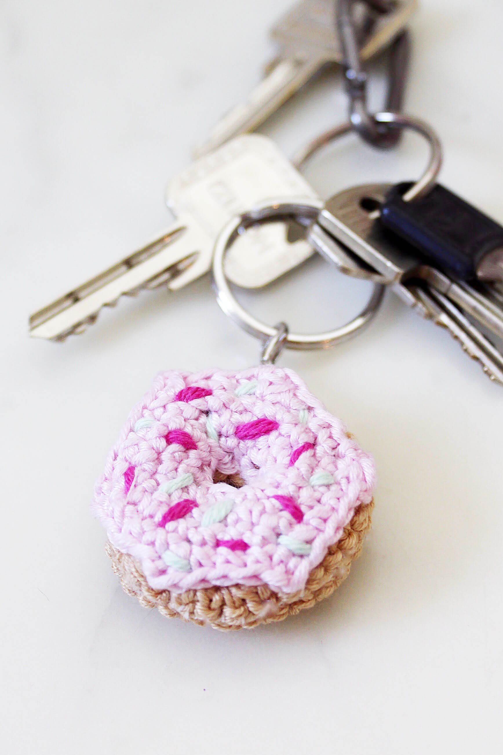 schluesselanhaenger-basteln-haekeln-donut-anleitung-diy-blog