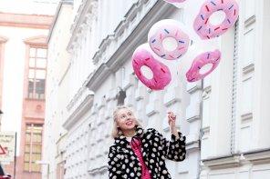 DIY Party Deko: Luftballons mit Donuts gestalten