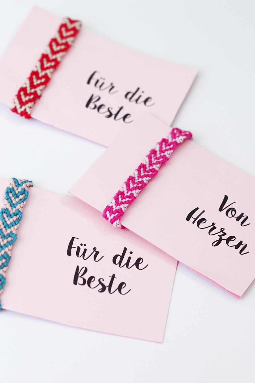 DIY-Freundschaftsbändchen-knüpfen-selber-machen-mit-Herzen-DIY-Blog-2