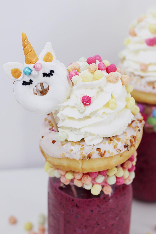 Freakshake-Milchshake-selber-machen-Heidelbeere-Joghurt-Rezept-Einhorn-Donuts-DIY-Blog-5