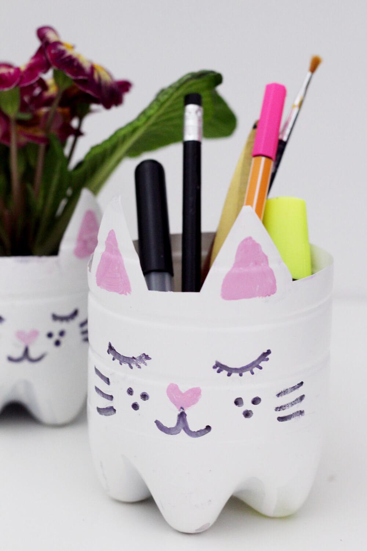 DIY-Blumentopf-Stiftehalter-aus-Flasche-basteln-selber-machen-Upcyceln-upcycling-diy-blog-1