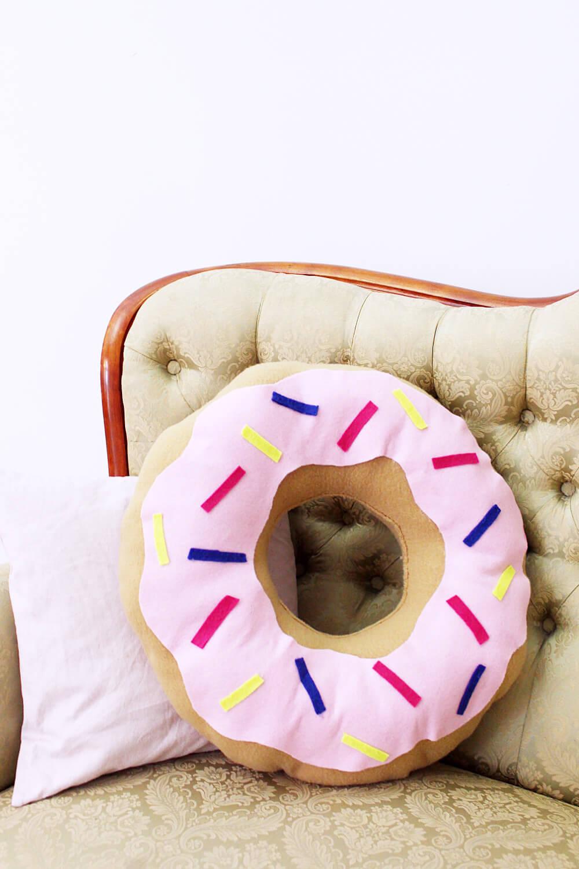 diy donut kissen selber machen variante mit und ohne n hen. Black Bedroom Furniture Sets. Home Design Ideas