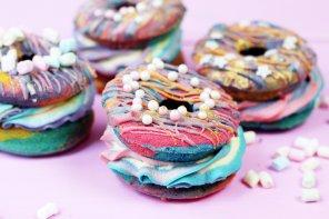 Rezept: Verrückte Regenbogen Donut Burger backen – Donuts mal anders! 🍩
