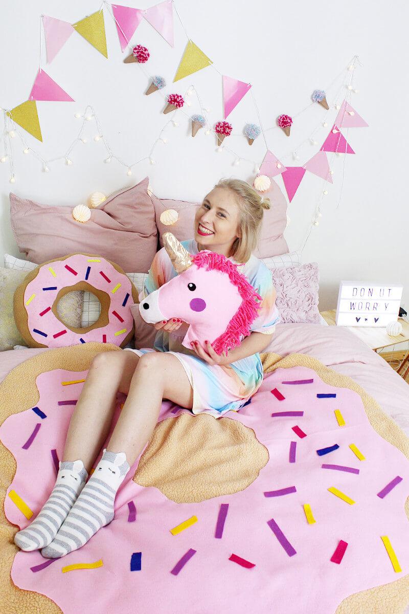 DIY Donut Decke ohne Nähen: Tumblr Zimmer Deko selber machen!