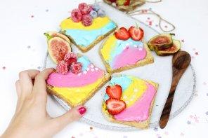 Einhorn Toasts selber machen – Einfaches DIY Rezept für Einhorn-Fans!