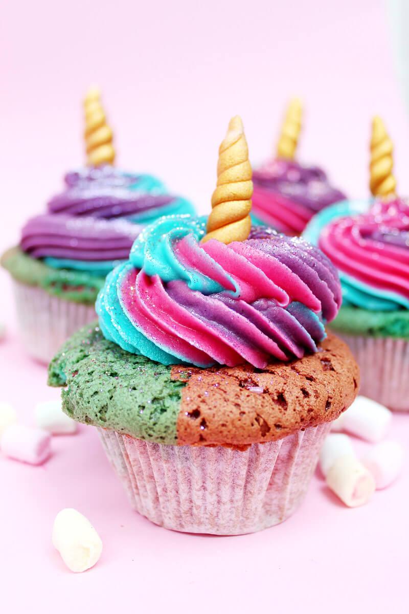 Einhorn cupcakes backen einfaches muffin rezept - Muffins dekorieren ...