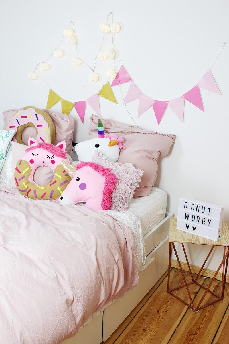 Mein Schlafzimmer Ist Voller Bunter Kissen, Ein Richtiger Mädchentraum!
