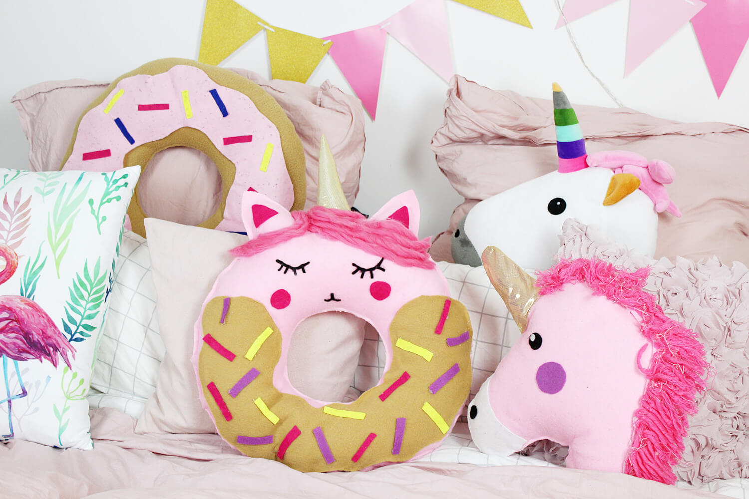 diy donut kissen mit einhorn motiv selber machen. Black Bedroom Furniture Sets. Home Design Ideas