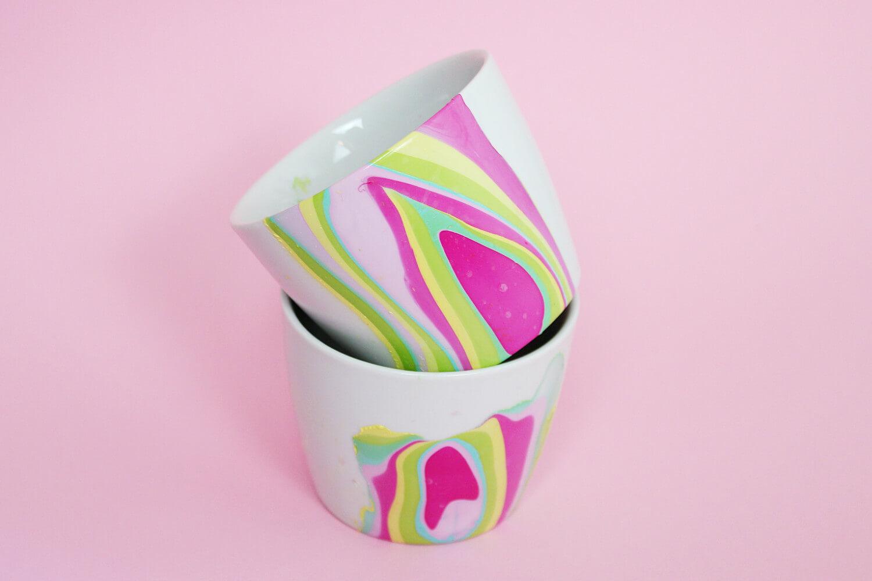 diy tassen mit nagellack marmorieren sp lmaschinenfeste anleitung. Black Bedroom Furniture Sets. Home Design Ideas