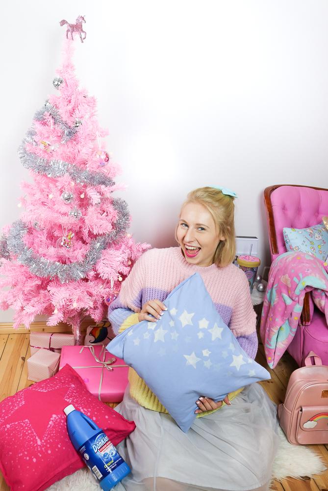 kissen weihnachtlich mit bleiche verzieren diy hack mit. Black Bedroom Furniture Sets. Home Design Ideas